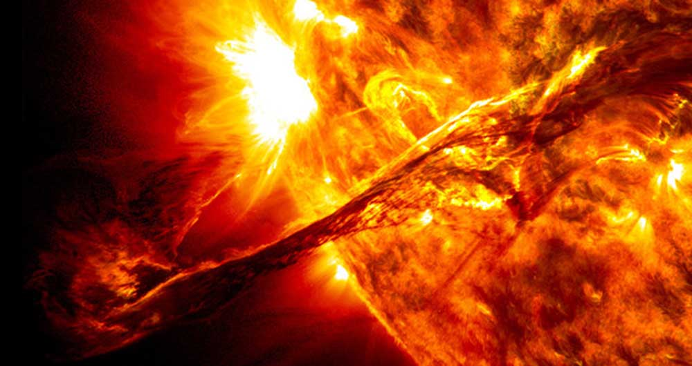 giant_prominence_on_the_sun_erupted-640x0