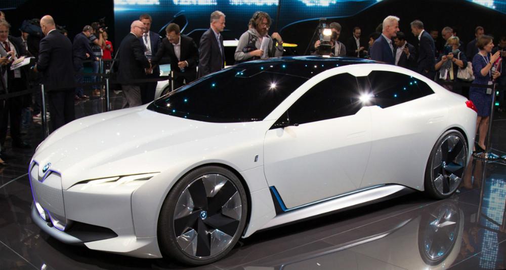 خودروی الکتریکی BMW i Vision Dynamics دارای شتاب صفر تا صد ۴ ثانیهای است