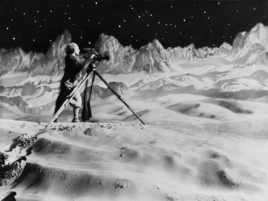 زنی بر روی ماه