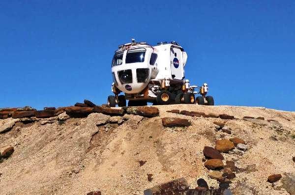 خودرو مسافر بر در سیاره مریخ