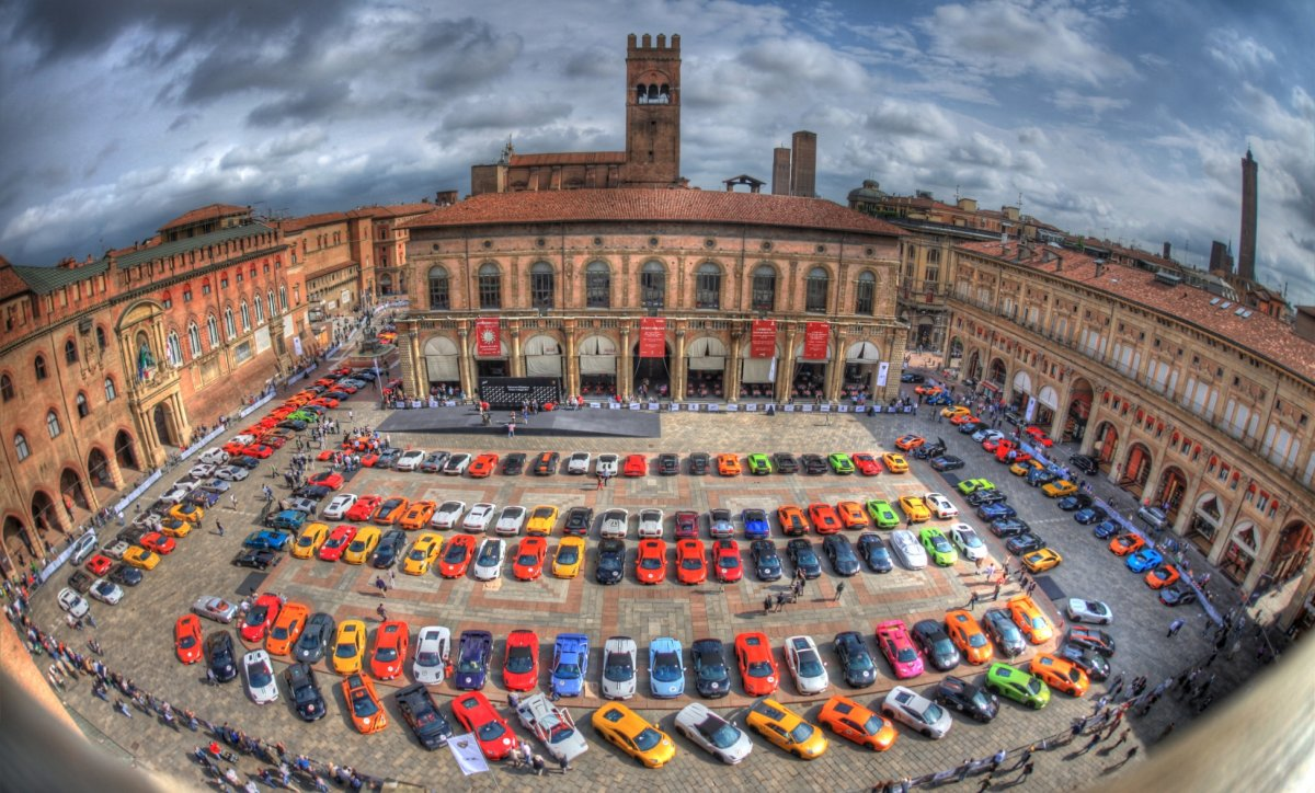 a-total-of-350-sports-cars-made-their-way-from-bologna-to-santagata-bolognese-italy-to-celebrate-the-50th-anniversary-ferruccio-lamborghini-