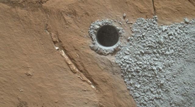 Curiosity در کاوشهایش در مریخ به مواد معدنی مرموزی دست پیدا کرد