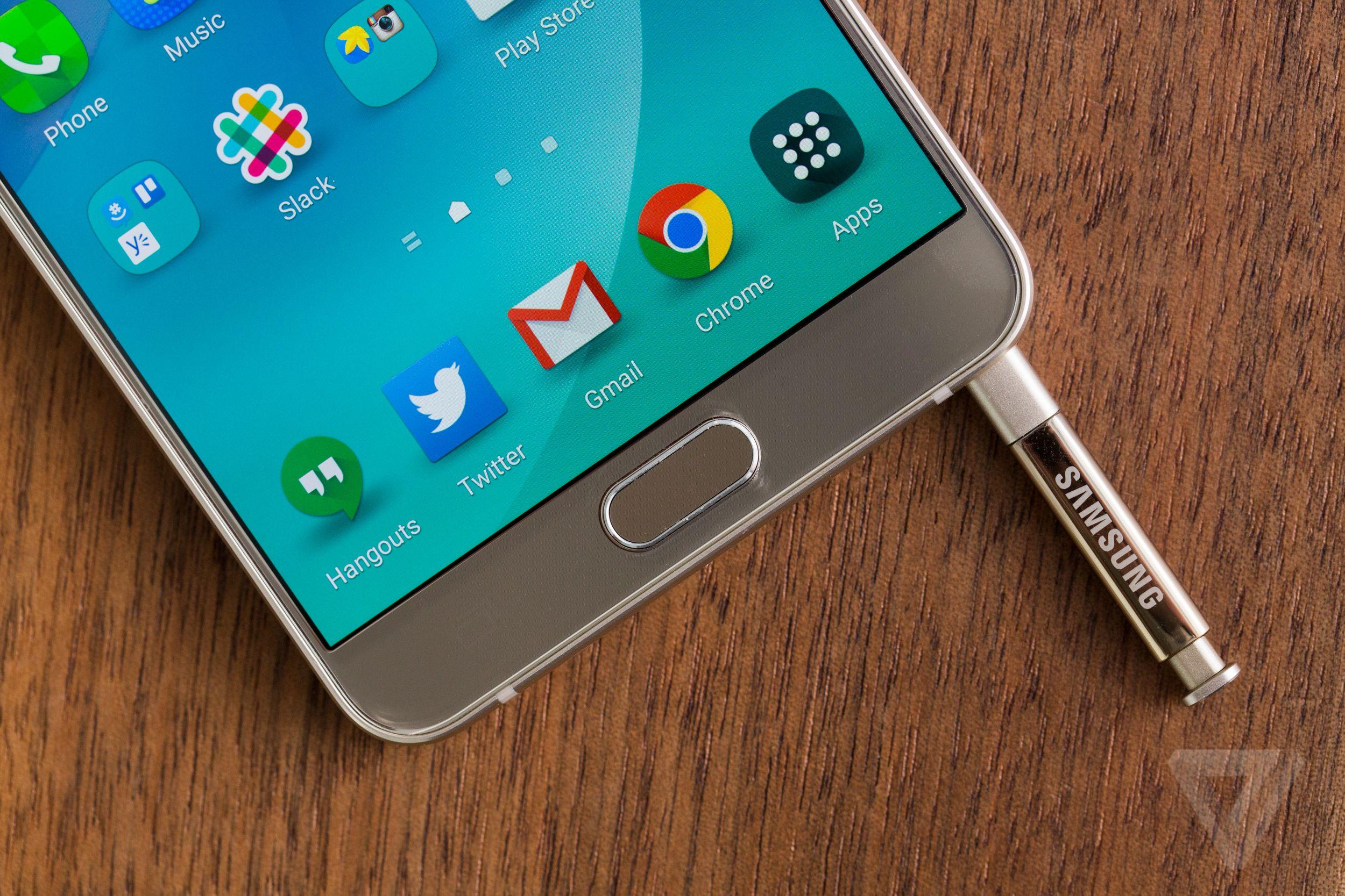کمپانی سامسونگ نسخه 128 گیگابایتی گلکسی نوت 5 را به بازار عرضه میکند