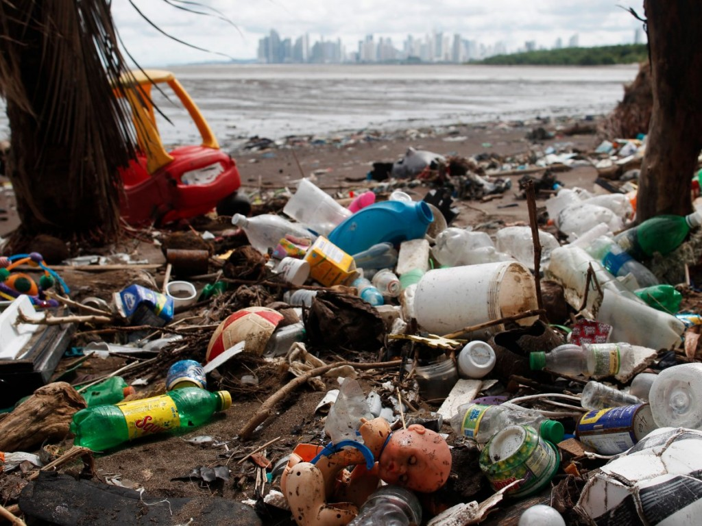still-every-day-more-and-more-plastic-flows-from-land-into-t