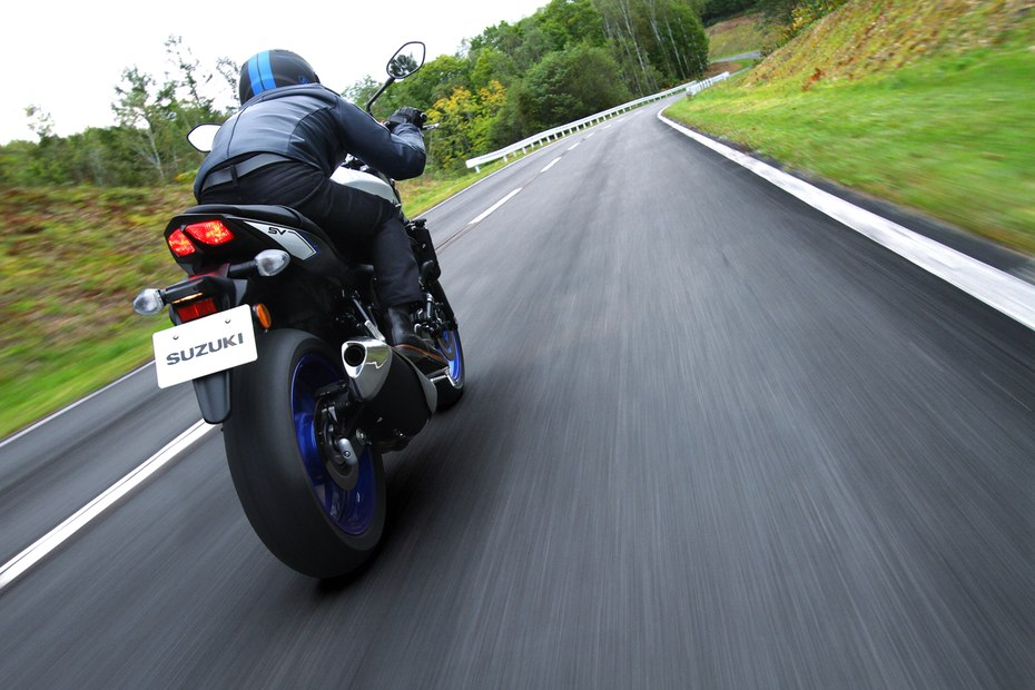 قدرت بالاتر و وزن کمتر برای نسل چهارم موتورسیکلت های SV650 کمپانی سوزوکی
