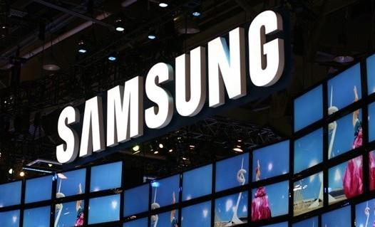 Samsung-display-booth-e1300946943727