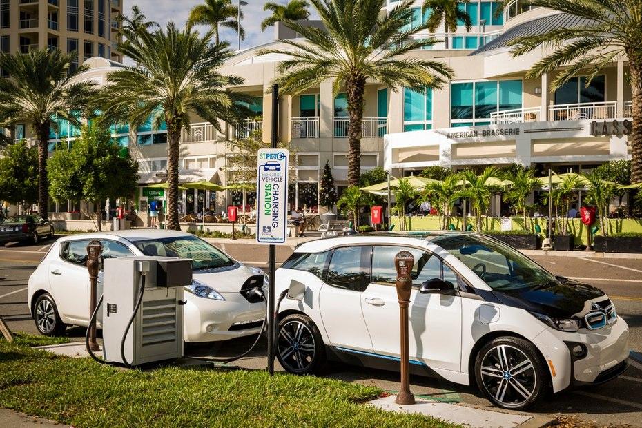 تاسیس ایستگاه های شارژ سریع خودرو های برقی در ایالات متحده