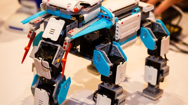 Jimu robot خلاقیت را به کودکان می آموزد
