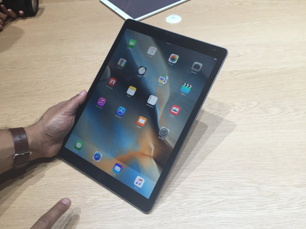 on-the-hardware-refresh-side-2015s-ipad-pro-mega-tablet-will