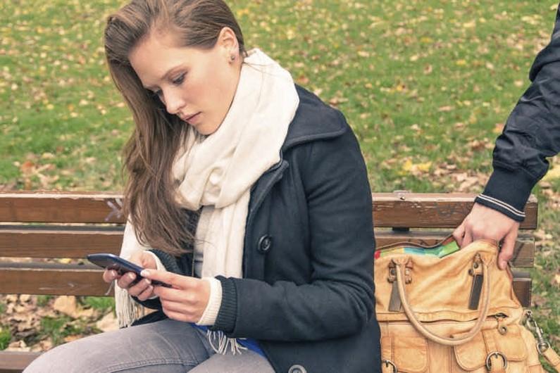 چگونه از سرقت اطلاعات گوشی هوشمندمان جلوگیری کنیم؟ ( قسمت اول)