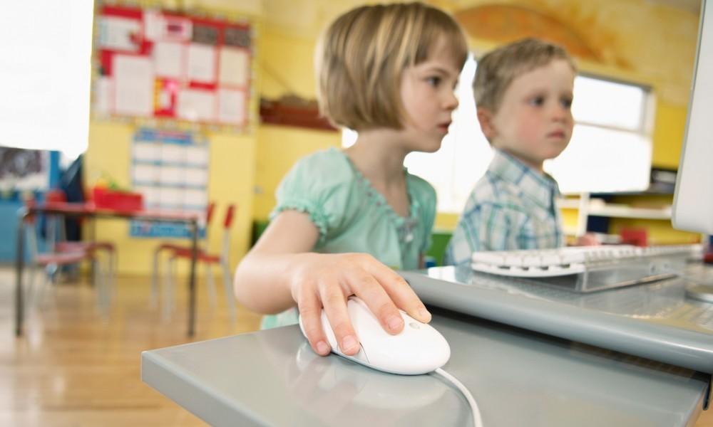 Preschool children using computer --- Image by © Beau Lark/Corbis