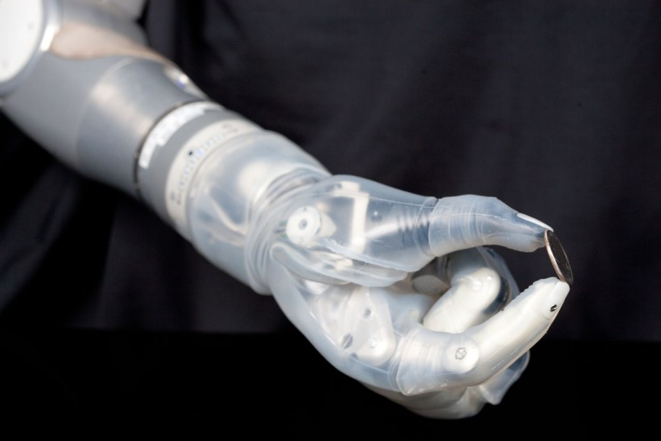 بازوی مصنوعی به کمک معلولان می آید
