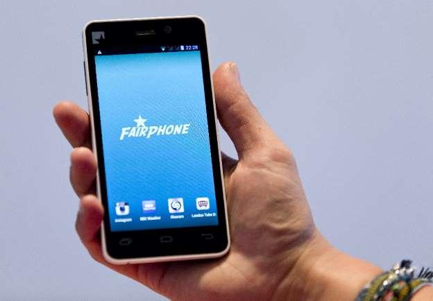 یک نمونه از تلفن هوشمند فرفون که در سال 2013 رونمایی شد