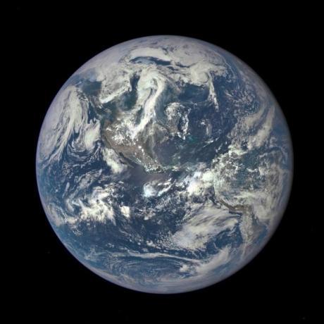 تصویر گرفته شده از زمین توسط ناسا در تاریخ 6 جولای 2015 میلادی