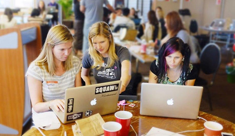 زنان برنامه نویسی