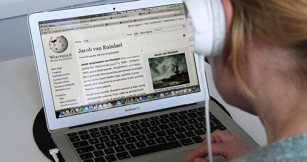 ویکی پدیا در خدمت افراد کم بینا