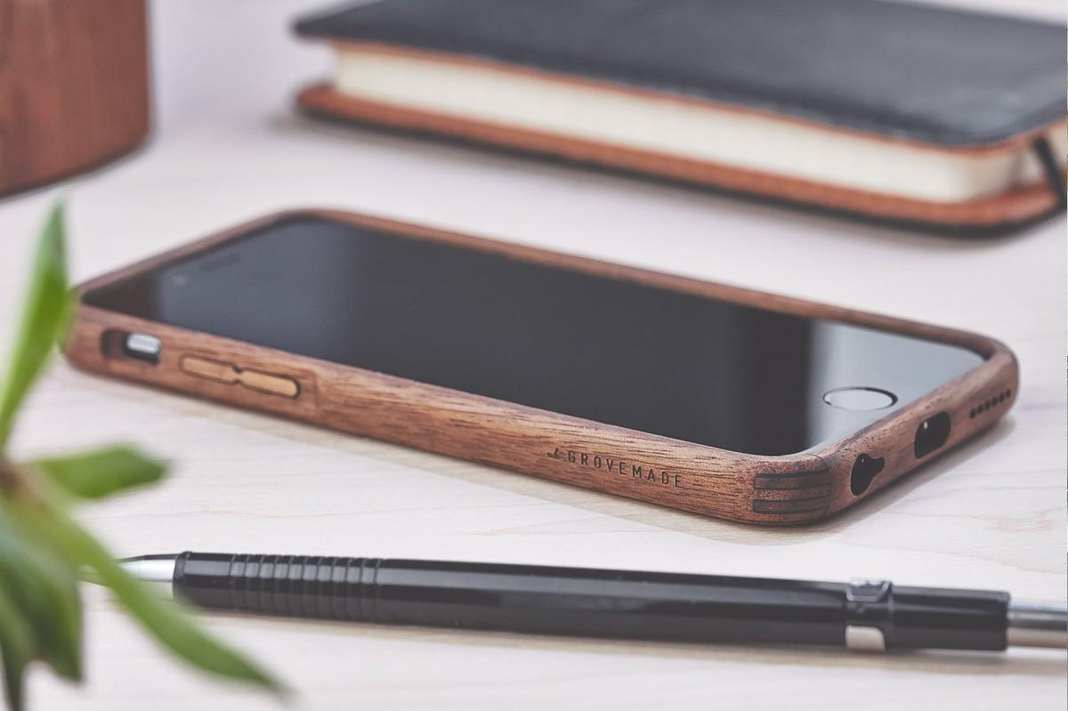 Grovemade-Walnut-iPhone-6s-bumper