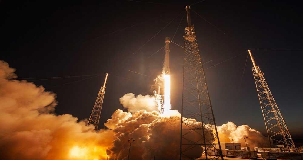 فرود موفقیتآمیز راکت CRS-8 روی کشتی بدون سرنشین