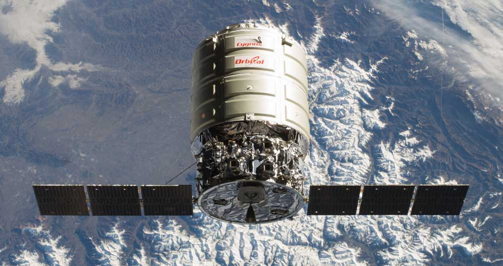Cygnus_2_approaches_ISS