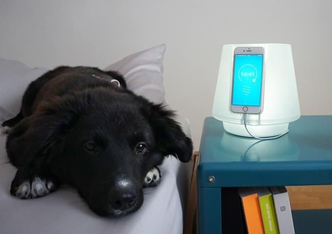 uplamp-smartphone-dock-1