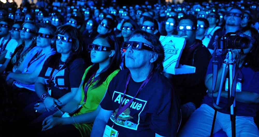 "SAN DIEGO - JULY 23:  Fans at the ""Avatar"" Q&A during Comic-Con 2009 held at San Diego Convention Center on July 23, 2009 in San Diego, California.  (Photo by John Shearer/Getty Images)"