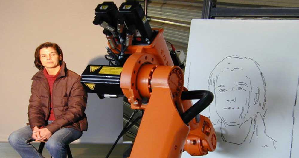 نقاشی های شگفت انگیز یک ربات پس از ده سال آموزش
