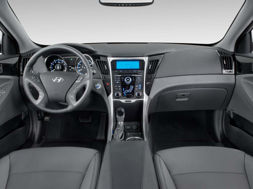 ۲۰۱۳-hyundai-sonata-4-door-sedan-2-4l-auto-limited-dashboard