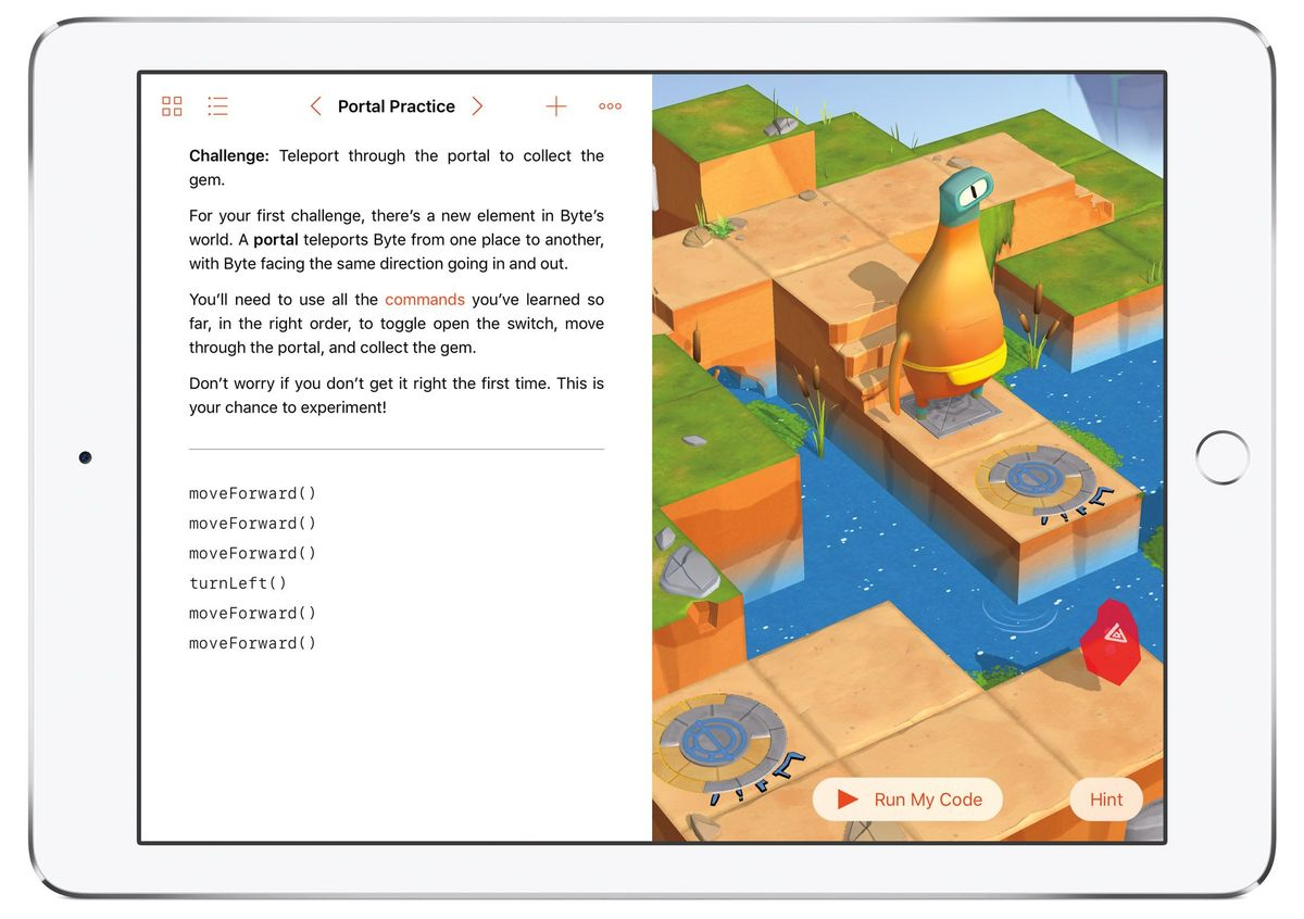 مواد تبلیغاتی برای Swift Playgrounds نحوه کار این برنامه را بعد از ارائه در پاییز نشان می دهد. کاربران با دستورات کد، یک حرکت شخصیت را در سراسر پازل به حرکت در می آورند. این برنامه از VoiceOver پشتیبانی می کند و افراد نابینا هم می توانند از آن استفاده کنند.