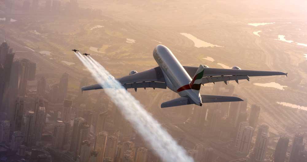 تماشا کنید؛ پرواز حیرت انگیز دو خلبان با جت پک در کنار ایرباس غول پیکر