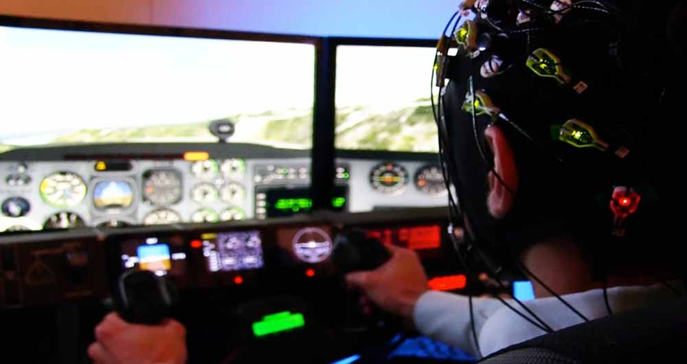 now-you-can-learn-to-fly-a-plane-from-expert-pilot-brainwave-patterns