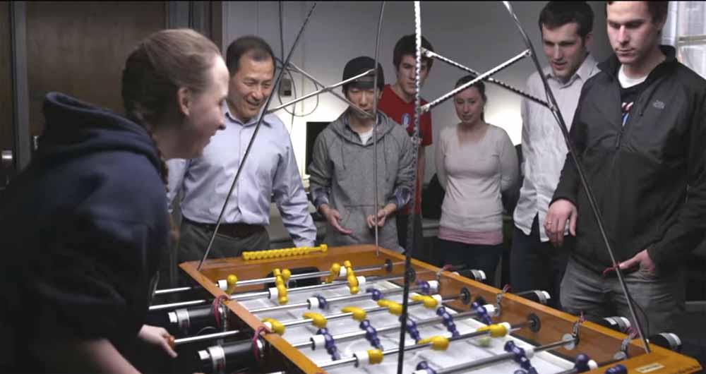 ربات ها در فوتبالدستی هم انسان را شکست دادند
