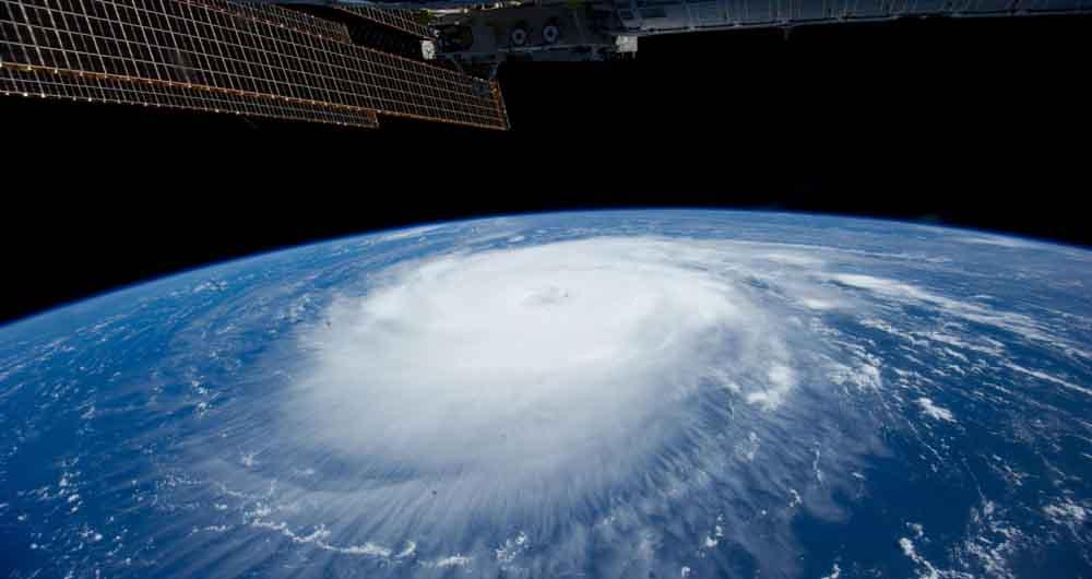 تماشا کنید؛ تصاویر حیرت انگیز گردباد از خارج جو زمین