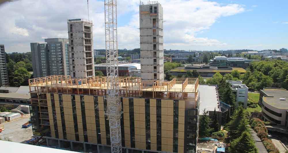 تکمیل نمای بلندترین ساختمان چوبی دنیا در کانادا