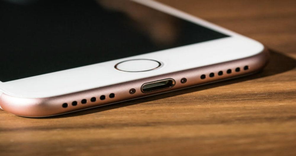 It just works: You need a dongle to connect an iPhone 7 to a new MacBook Pro