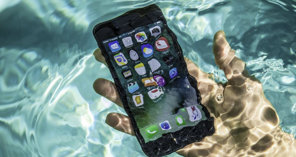 apple 7 in the water