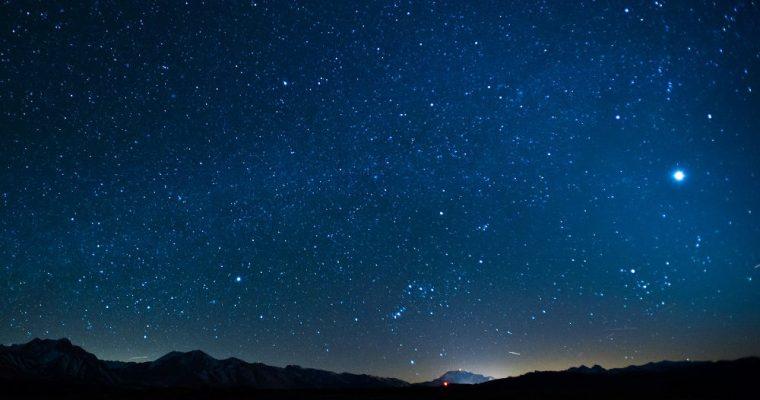تاریکی آسمان شب
