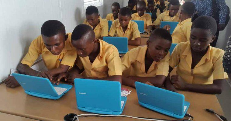 سامسونگ، مدارس اینترنتی خورشیدی خود را به معرض نمایش گذاشت