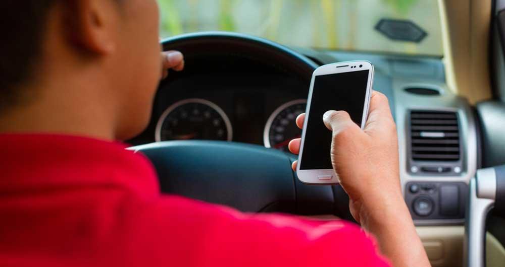 استفاده از گوشی در حین رانندگی