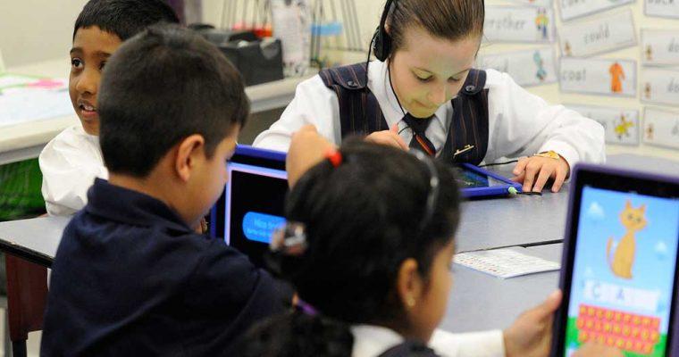 استفاده کودکان ار وسایل دیجیتالی