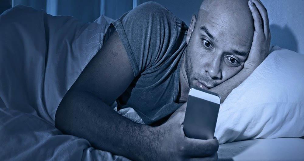 خطرات کشنده نور گوشی ها برای بدن در شب
