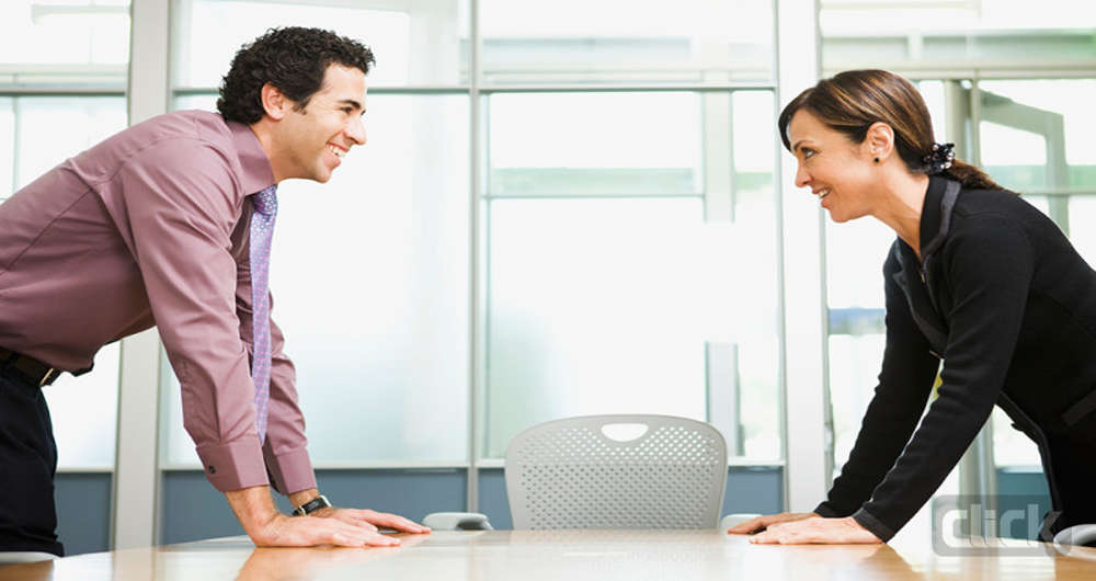 تأثیر ارتباط چشمی مستقیم با مخاطب بر روی روابط