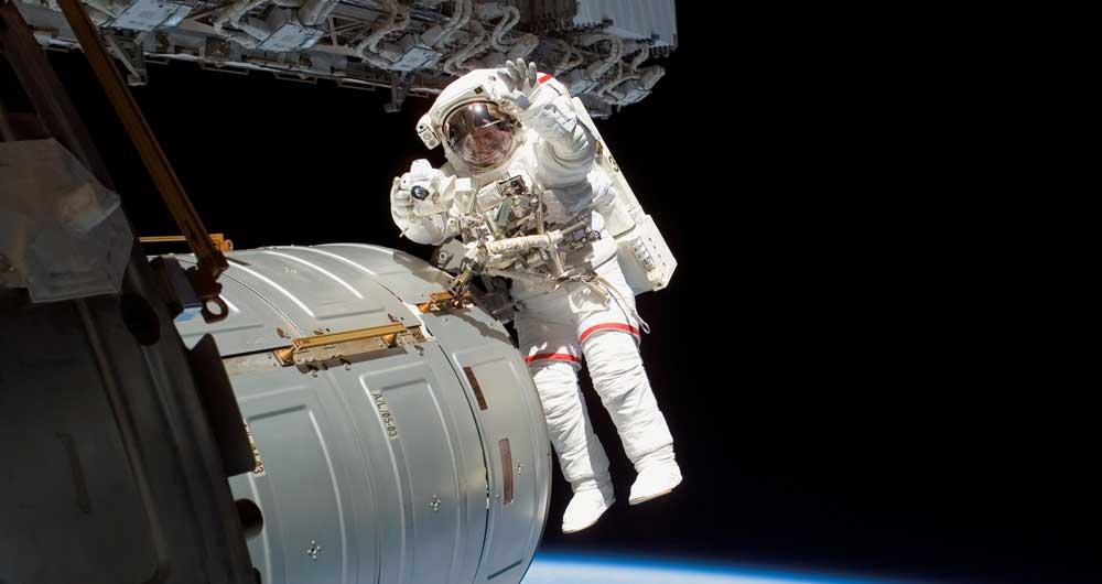 دردسر جدید ناسا؛ کمبود لباس فضانوردی