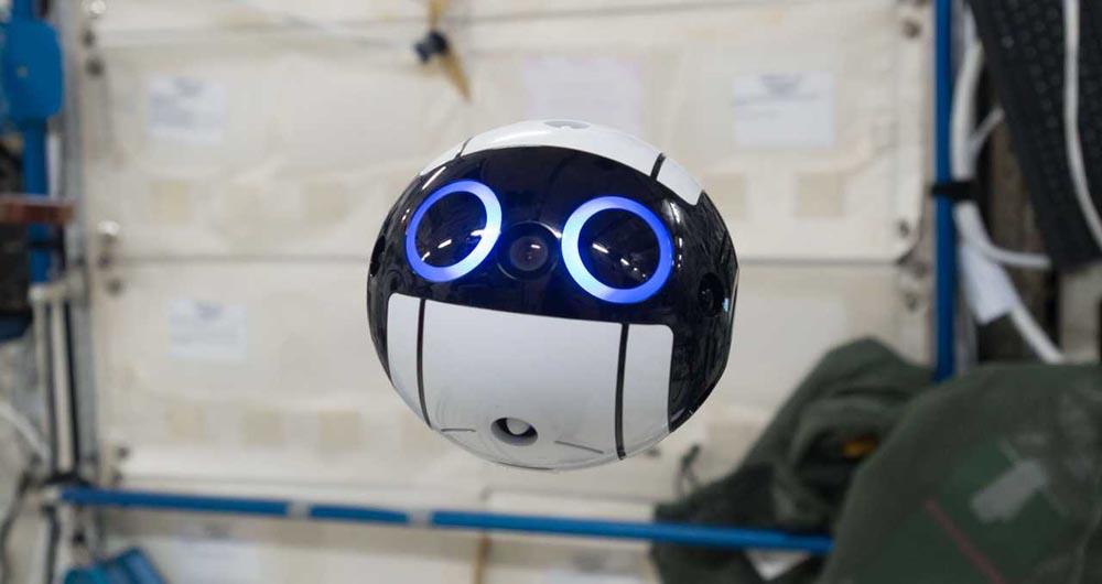 ربات دوست داشتنی ایستگاه فضایی بین المللی