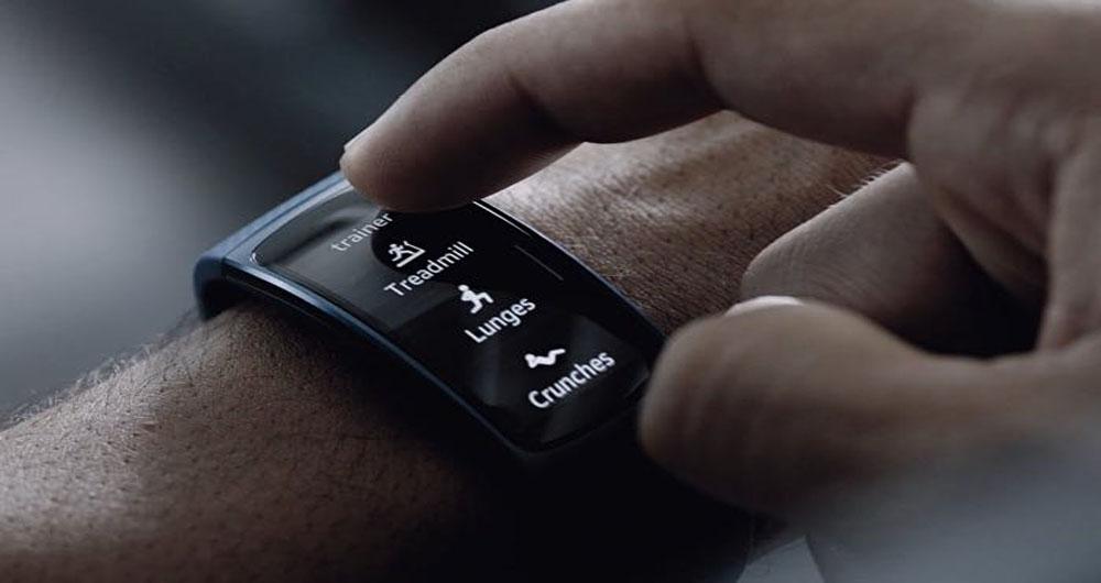 ساعت هوشمند سامسونگ شما را در استخر یاری میدهد