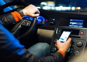 استفاده از موبایل هنگام رانندگی در فرانسه