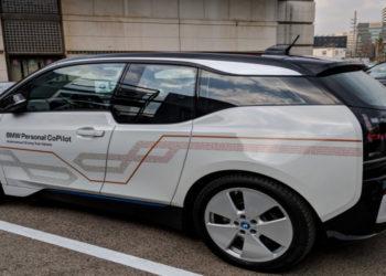 گٰوشی هوشمند ماشین های BMW