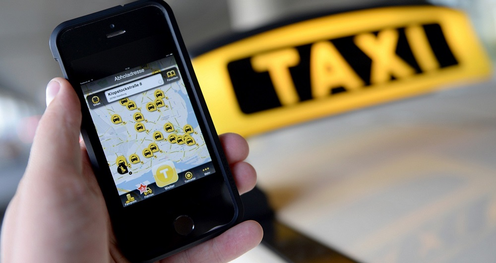 نصب لوگو روی تاکسی های اینترنتی
