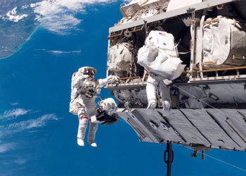 پرواز به فضا