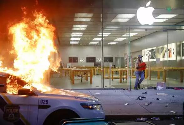 حمله به فروشگاههای اپل