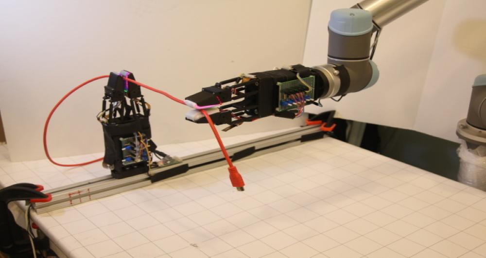 ربات چنگک شکل